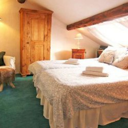 Twin bedroom under the eaves in Chalet Meilleur