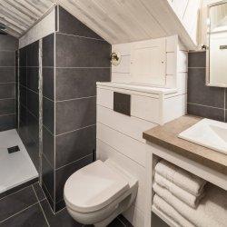 Chalet Phoebe Bathroom