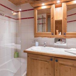 Chalet Violette Bathroom
