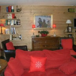 The spacious living area in apartment Le Coeur de Meribel