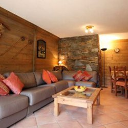 Spacious living and dining area in apartment Jardin d'Hiver