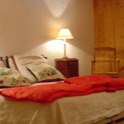 Double bedroom in apartment Petaru Meribel