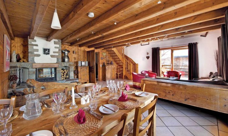 Chalet Isba Dining Area