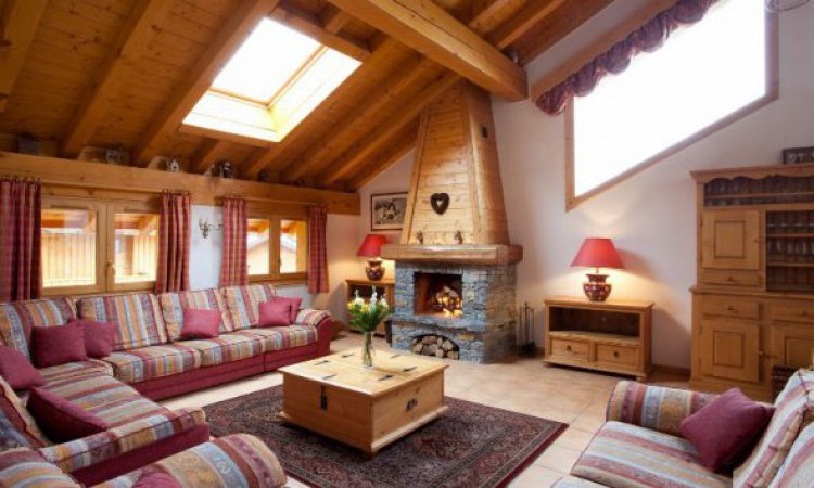 Chalet Telekie lounge with roaring fire