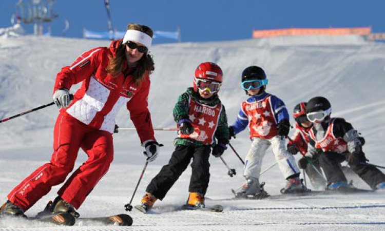 ESF teacher and little skiers