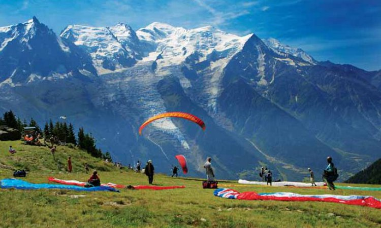 paragliding in the alps summer