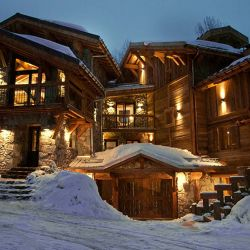 Chalet Benjamin at night