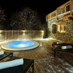 Chalet Iona Outdoor Hot Tub