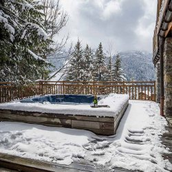 Chalet Les Bartavelles Outdoor Hot Tub