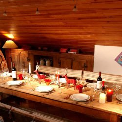 Chalet Chanteclaire A Dining Table