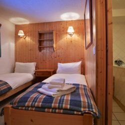 Chalet Gaillard Twin Bedroom