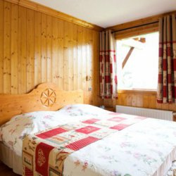 Chalet Serpolet Bedroom with View
