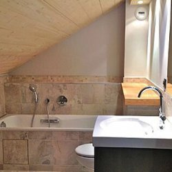 Stylish bathroom in Chalet Montee