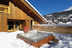 Chalet Taiga Hot Tub in the Snow